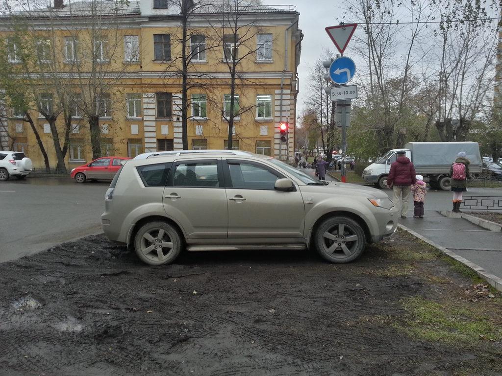 Что ждет дальше «штрафников» за парковку на газоне