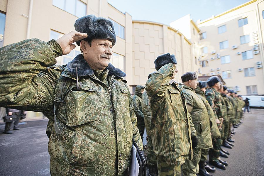 Государственные избранники и управленцы, в свою очередь, тоже проходят военные сборы. Среди них также есть офицеры запаса, которые подлежат призыву на подобные мероприятия