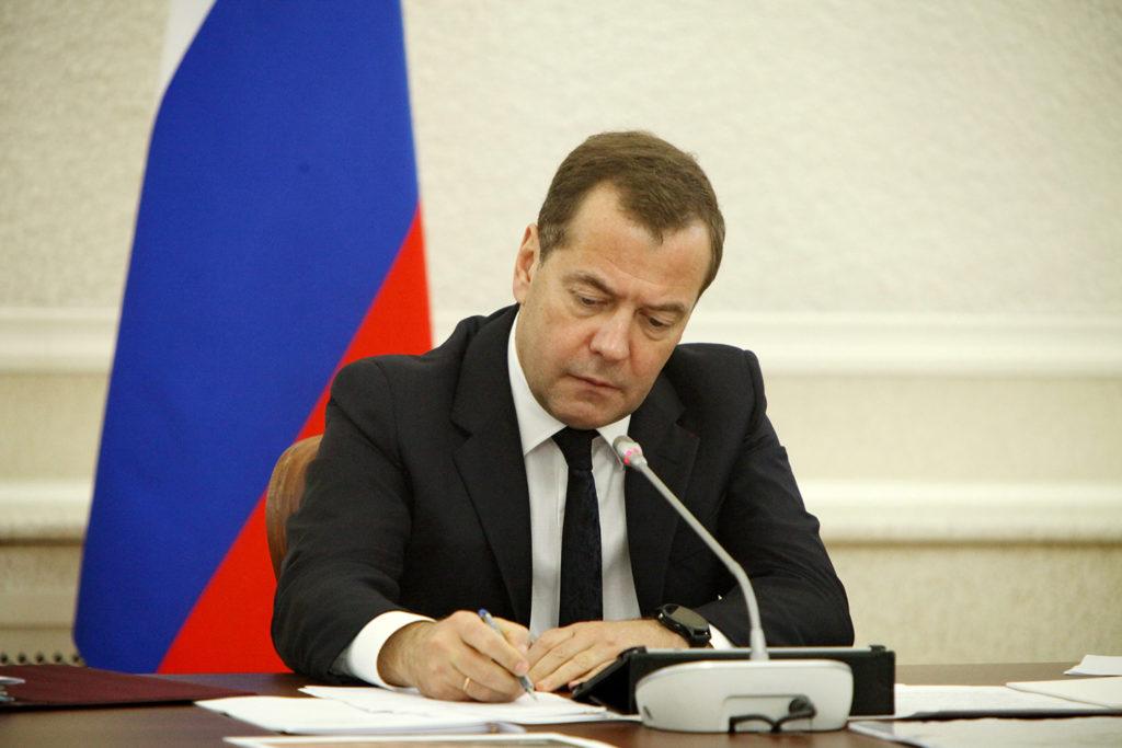 Премьер-министр Д. Медведев ведет контроль за прожиточным минимумом в стране