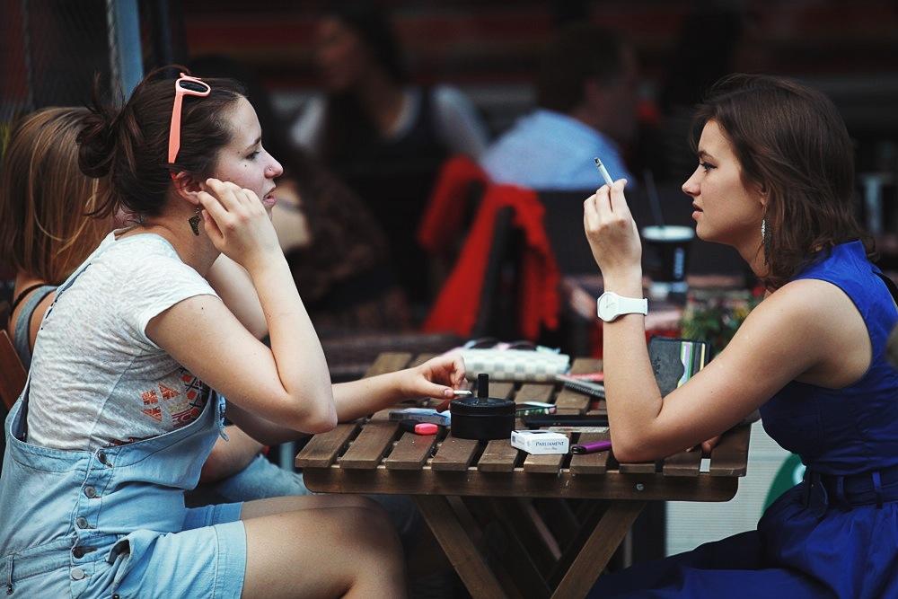 Является ли неправомерным курение на летней террасе кафе